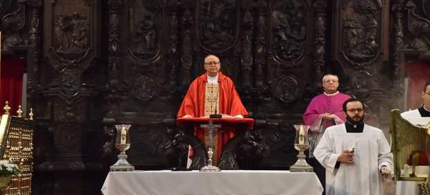Córdoba.- El obispo de Chimbote (Perú) visita el Cabildo Catedral y agradece su colaboración económica