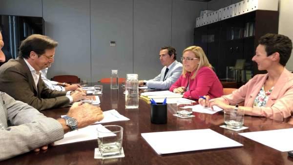 Málaga.- La alcaldesa de Fuengirola mantiene la primera reunión técnica sobre el proyecto de renovación del puerto