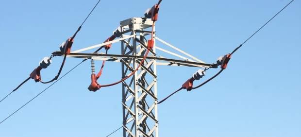 Endesa instala protecciones para aves en líneas de media tensión en Alt Camp y Baix Penedès