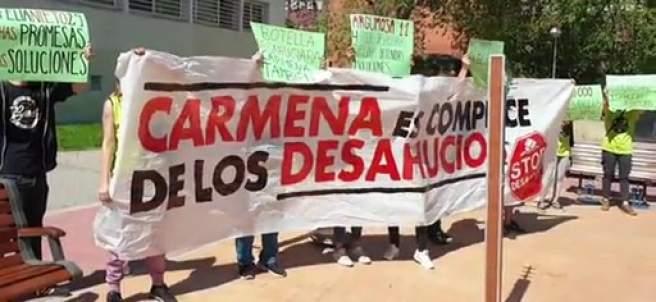 Escrache a Manuela Carmena en Moratalaz