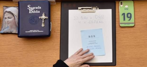 Vega explica que Vox jura sus cargos por 'Dios y España' porque son sus convicciones frente a los que quieren 'segregar'