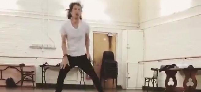 Mick Jagger bailando a sus 75 años y tras una operación del corazón