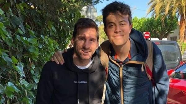Messi con aficionado