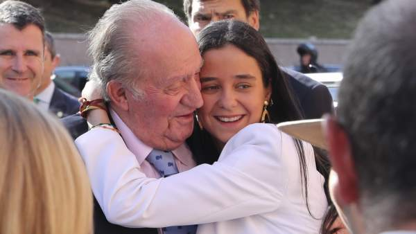 El rey Juan Carlos, junto a su nieta Victoria Federica en Las Ventas.