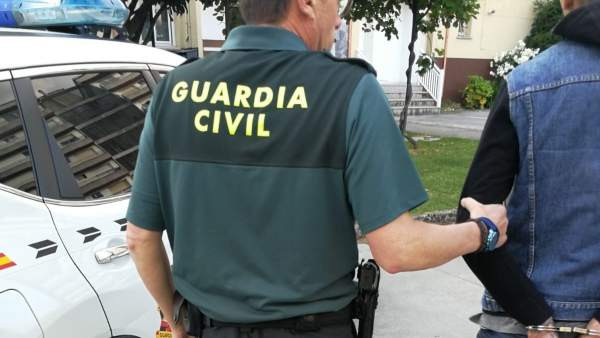 Guardia Civil en una detención.