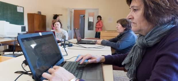 Cinco nuevos cursos sobre tecnología para mayores se imparten este mes en los telecentros de la provincia de Huesca