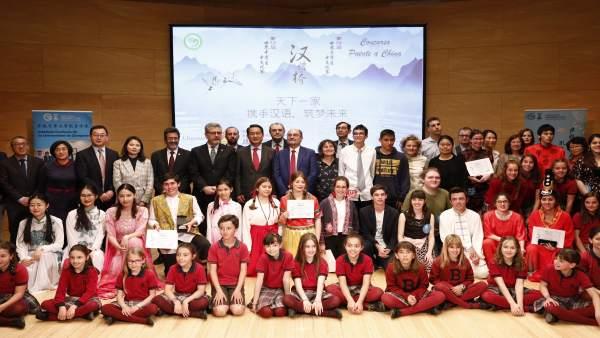 Lambán considera que 'más allá de las relaciones económicas es conveniente establecer lazos culturales con China'