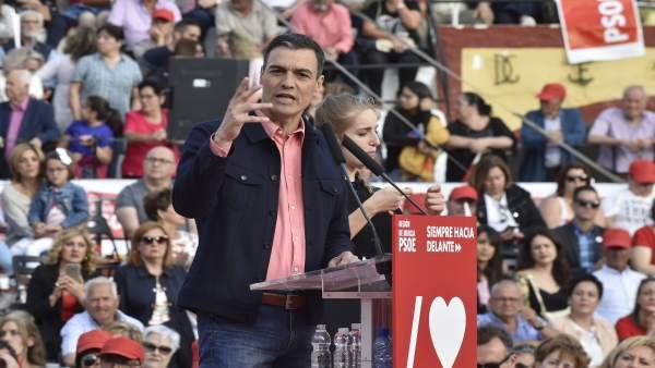Pedro Sánchez interviene en un acto del PSOE en Calasparra, Murcia