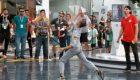 Un avión de papel vuela 56 metros para ser campeón del mundo