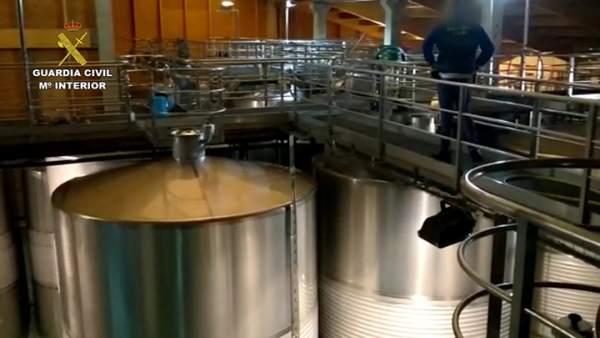Desarticula una organización dedicada al embotellado y venta de vino de manera masiva y fraudulenta
