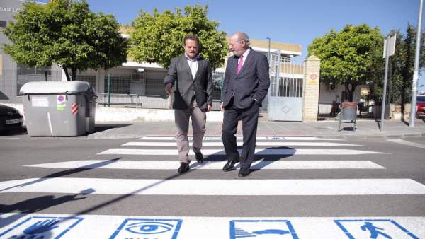 Sevilla.- Villalobos y Conde supervisan las actuaciones impulsadas en Mairena durante el mandato