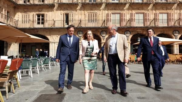 FOTO. FIRMA:EP. Ana Pastor en la Plaza Mayor de Salamanca