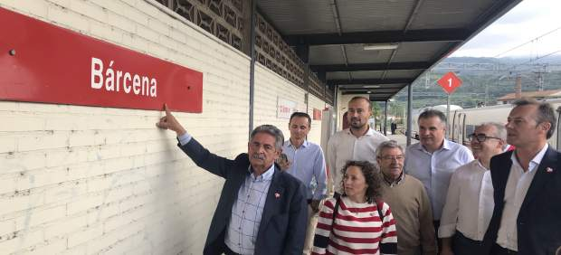 El tren en el que viaja Revilla a Madrid, afectado por una avería en la catenaria: 'No podemos aguantar más'