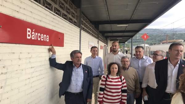 Una avería en la catenaria deja 'tirada' durante casi hora en Bárcena a la expedición del PRC a Madrid