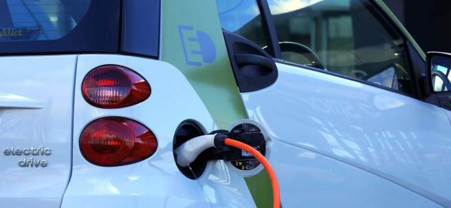 Recarga de coche eléctrico.