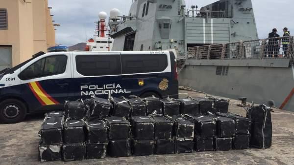 Interceptan un pesquero procedente de Brasil con 1.500 kilos de cocaína en aguas cercanas a Canarias (España)
