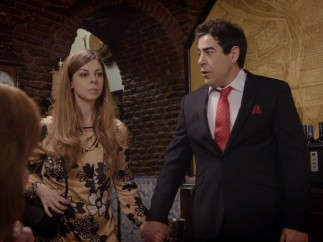 Amador (Pablo Chiapella) junto al personaje con síndrome de Tourette en 'La que se avecina'