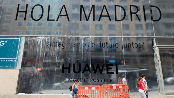 """El desconcierto cunde entre los usuarios españoles de Huawei: """"Me da miedo que el teléfono deje de funcionar"""""""
