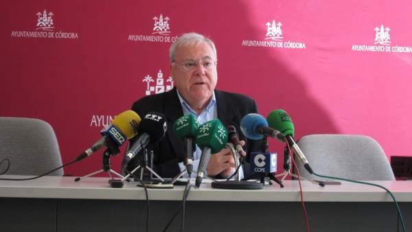 Córdoba.- El gobierno local aclara al PP que las obras de climatización de colegios van a comenzar en tiempo este año