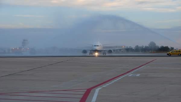 (Am) Avanzan las gestiones para la conexión aérea Sevilla-Nueva York con una reunión celebrada en Feria