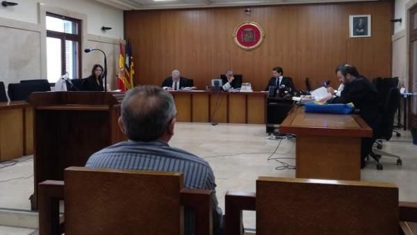 Fiscalía mantiene su petición de pena de cárcel a un hombre por no pagar la concesión de un balneario en Playa de Muro