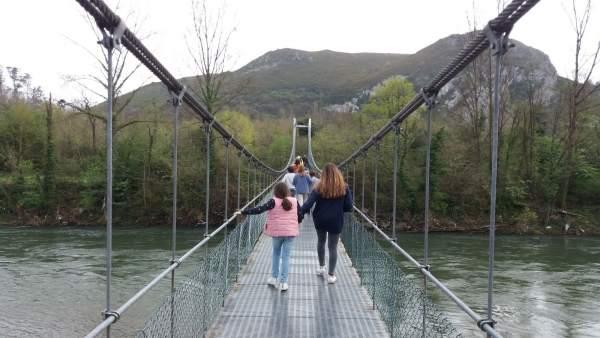 Excursion, excursionistas, rutas, turismo rural, puente colgante