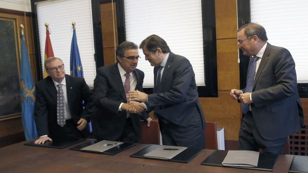 Firma del convenio entre el Sespa y la Fundación Amancio Ortega