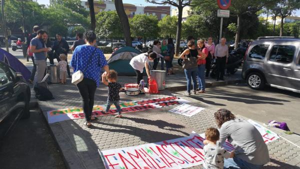 Sevilla.-Padres del centro esperan un informe técnico sobre la posible reubicación en su zona pero seguirán con acciones