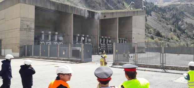 Simulacro de incendio en la central hidráulica de La Torre de Capdella