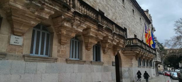 La Audiencia juzga a un arquitecto por proponer falsear un informe pericial