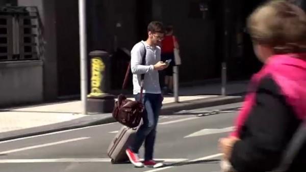 Si cruzas la calle, no mires el móvil