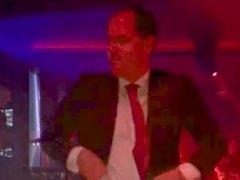 Ignacio Aguado baila en una boda