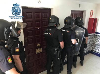 Detenido tras atrincherarse con bombonas preparadas para estallar