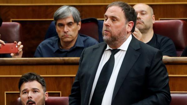El líder de ERC, Oriol Junqueras, jura o promete su cargo durante la sesión constitutiva de las nuevas Cortes Generales.