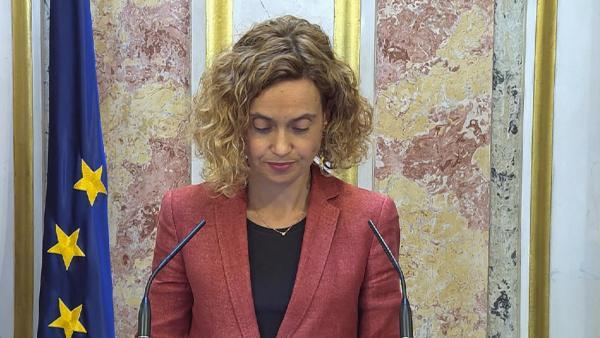 Meritxell Batet atiende a los medios en el Congreso.
