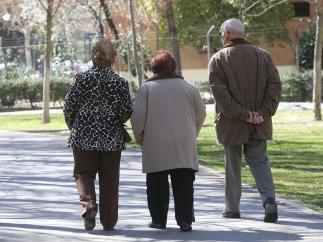 a1ace7ea4ef1 El déficit estatal sube un 39 % hasta abril por las subidas en el sueldo de  los funcionarios y en las pensiones 4