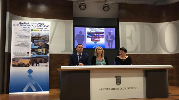 Exhibición de perros guía, goalball o teatro representado por personas ciegas, en la Semana de la ONCE en Asturias