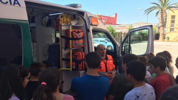 Málaga.- El 061 enseña cómo actuar ante una emergencia sanitaria a alumnos del colegio Camino San Rafael