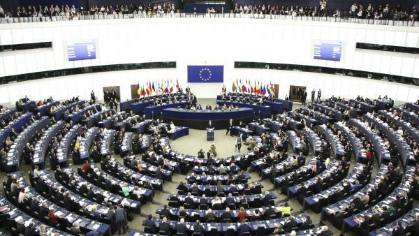 La UE aprueba multar a los partidos que violen la protección de datos para influir en la campaña de las europeas