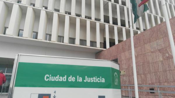 Málaga.-Tribunales.-Aplazan el juicio a acusados por irregularidades en adjudicación de obras municipales en Benalmádena