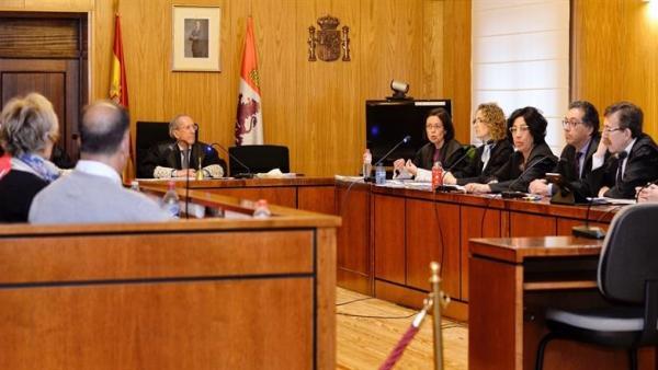 AV.Trib.- El jurado halla a Roberto y Davinia autores de .....
