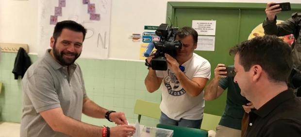 Cádiz.-26M.- Fran González (PSOE) se muestra optimista en que 'el día va a acompañar en ese apoyo mayoritario al PSOE'