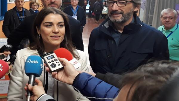 26M.- Comerón Y Oyarzabal (PP) Animan A Los Ciudadanos A Votar Para Que Vitoria Y Álava Den 'Un Salto Adelante'