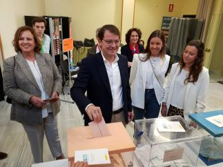 26M.- Fernández Mañueco Vota 'Con Buenas Sensaciones Y Con Buenas Vibraciones'