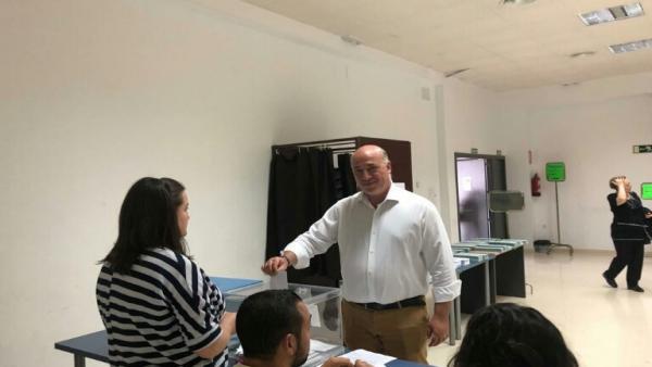 Córdoba.- 26M.- El presidente de la Diputación destaca que 'los votos nos igualan a todos' y llama a la participación