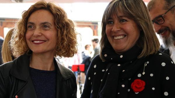 La cabeza de lista del PSC y presidenta del Congreso, Meritxell Batet, junto con la alcaldesa socialista de L'Hospitalet de Llobregat, Núria Marín.