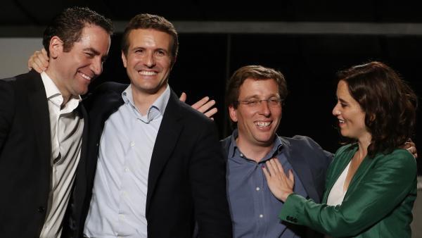 El presidente del Partido Popular Pablo Casado (2i), Isabel Díaz Ayuso (d), José Luis Martínez-Almeida (2d) y el secretario general del PP, Teodoro García Egea (i)