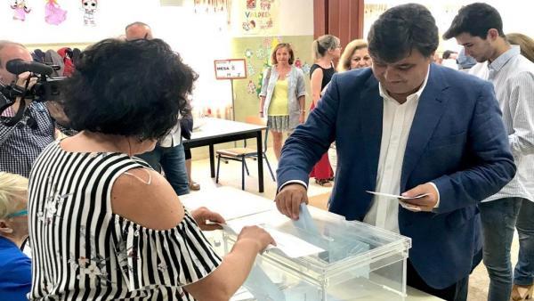 Huelva.-26M-M.-El socialista Gabriel Cruz alcanza la mayoría absoluta tras perder el PP la mitad de su representación