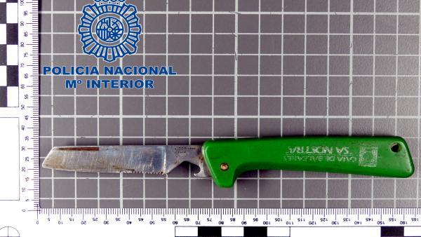 Sucesos.- Detenido por esgrimir una navaja de 10 centímetros y robar una tableta y 30 euros en Manacor
