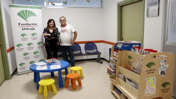 Málaga.- Unicaja.- Fundación Unicaja colabora con AVOI en la dinamización de las consultas externas del Materno Infantil